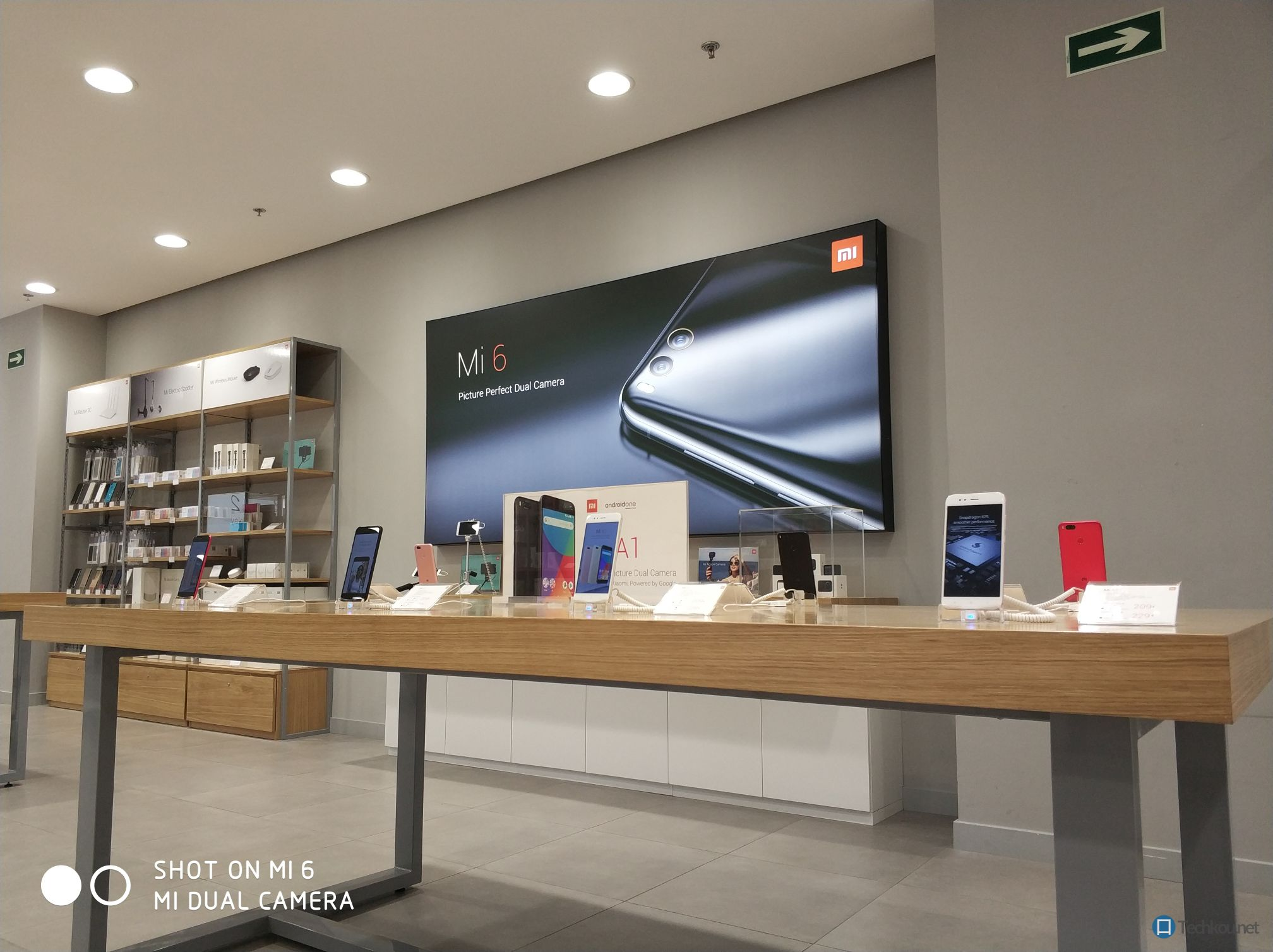 Xiaomi mi store madrid marketing poster englisch